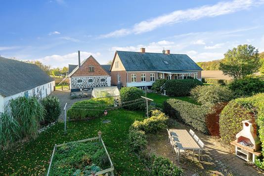 Planteavlsgård på Egebjergvej i Nykøbing Sj - Ejendommen