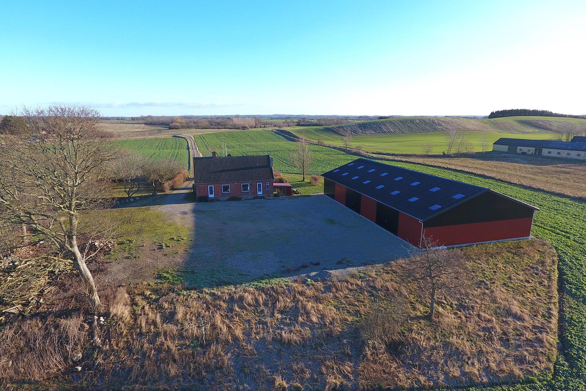 Kvæggård på Hovedgaden i Ugerløse - Luftfoto