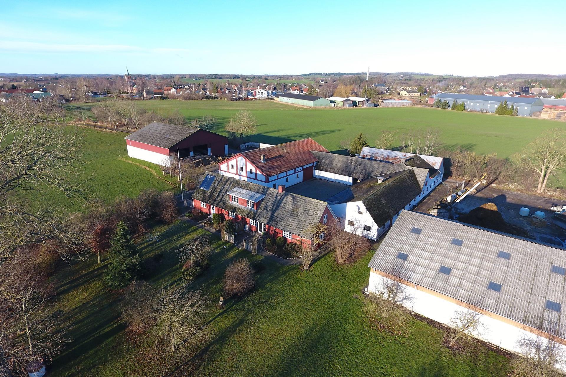Kvæggård på Hovedgaden i Ugerløse - Ejendommen