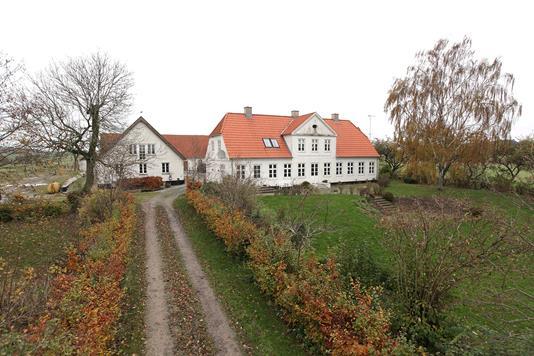Fritids/Lystejendom på Thorkildgårdsvej i Veksø Sjælland - Set fra vejen