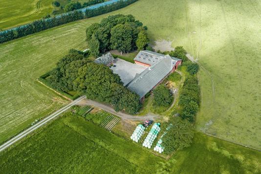 Planteavlsgård på Koustedvej i Fårup - Luftfoto