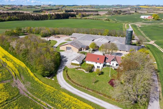 Svinegård på Ågårdsvej i Østervrå - Luftfoto