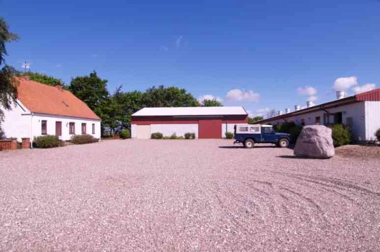 Planteavlsgård på Tystrupvej i Store Fuglede - Gårdsplads