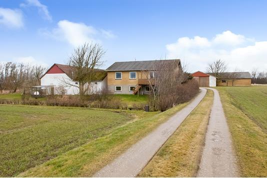 Planteavlsgård på Granlyvej i Vrå - Ejendommen