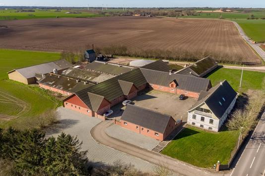 Svinegård på Ullerupvej i Skamby - Luftfoto