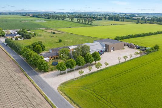 Planteavlsgård på Stavelsager i Bogense - Luftfoto